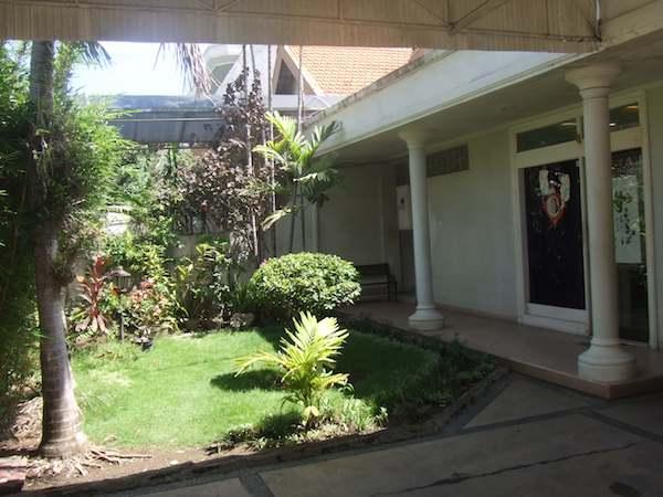 Jual Rumah Kamboja Surabaya - 3 -Tampak Taman