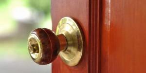Memperbaiki Engsel Pintu, Membuang Berisik