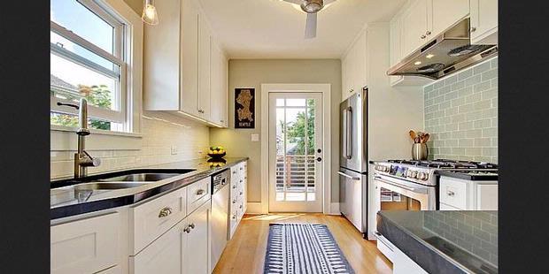 Penggunaan Kaca Pada Sudut Rumah Mampu Memberikan Kesan Bahwa Ruangan Akan Tampak Berukuran Lebih Besar Dapat Dari Sekadar