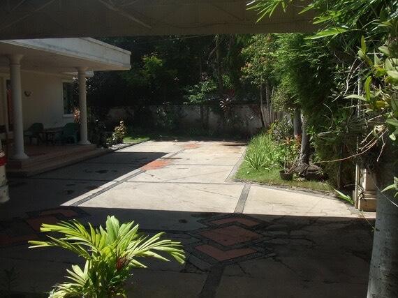 Jual Rumah Kamboja Surabaya - 2 - Tampak Halaman Dalam